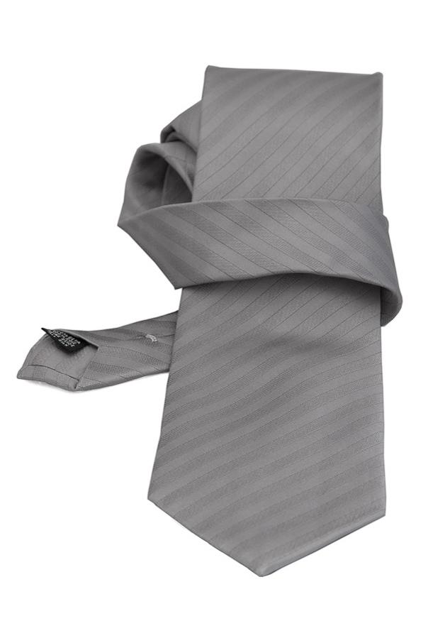 Cravata gri cu dungi fine