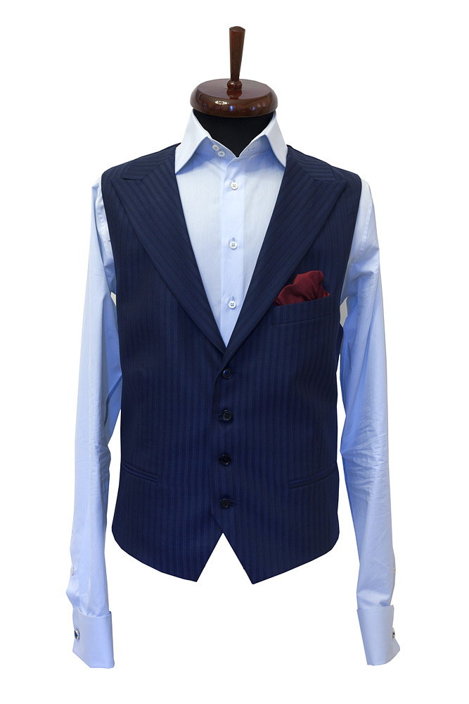 Vesta albastra cu dungi la comanda Gentlemen`s Corner - NOU!